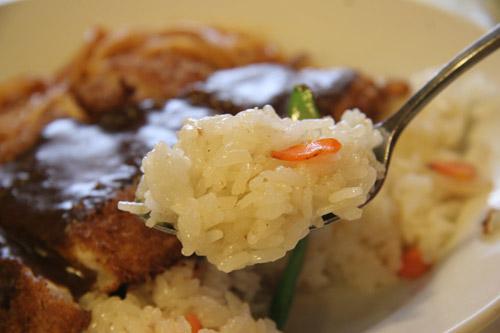 塩・胡椒のみで味付けされた、チャーハンっぽいスタイル。