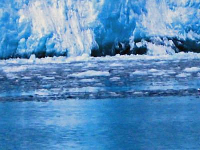 北極の氷河崩壊の瞬間