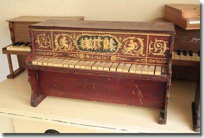 アンティークトイピアノ