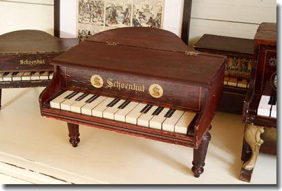 toy piano antique Shoenhut
