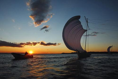 夕景 帆引き船