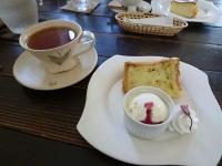 紅茶と桜のシフォンケーキ