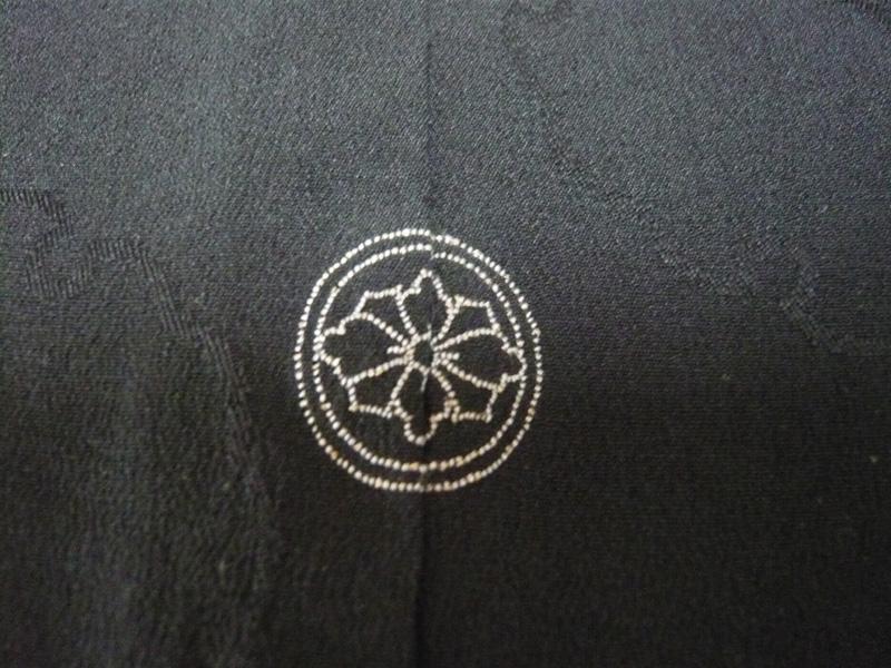 丸に剣花菱紋