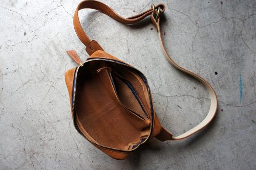 pouch.cm02.jpg