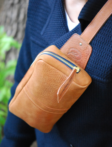 Shoulder-pouch.cm08.jpg