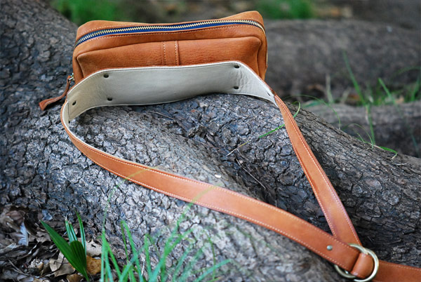Shoulder-pouch.cm02.jpg