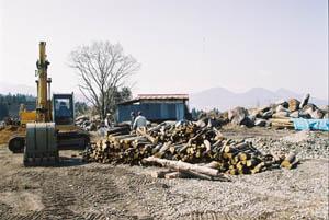 建設資材置き場にて