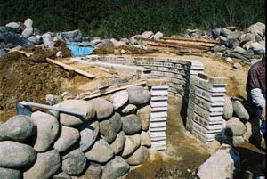 石積みの窯正面側