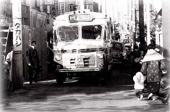 昔のバスの写真