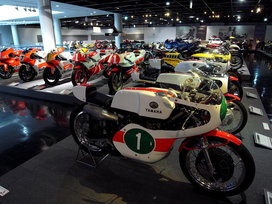 ヤマハ コミュニティープラザには往年のバイクをはじめ、クルマやボート・ピアノなど、たくさん展示があります