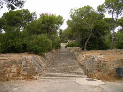 ベルベル城への長〜い階段
