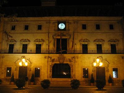 夜のパルマ市庁舎