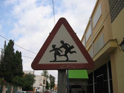 近くに小学校(?)がある標識その1