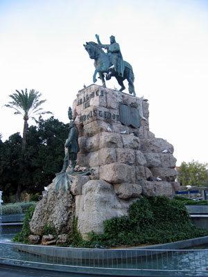 プラサエスパーニャのハイメ3世像