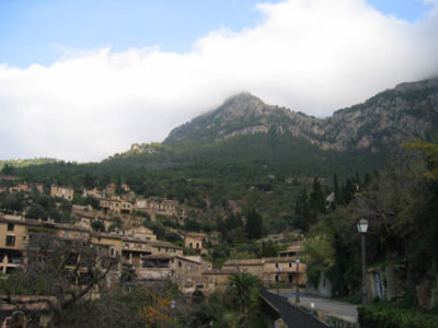 山と海に挟まれた村デイア