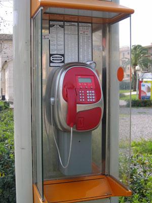 駅近くの公衆電話
