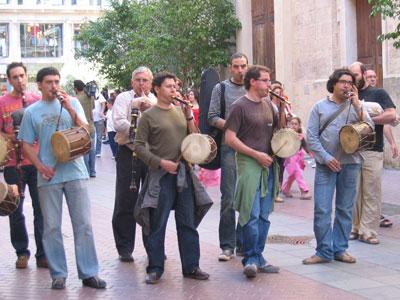 普段着の鼓笛隊