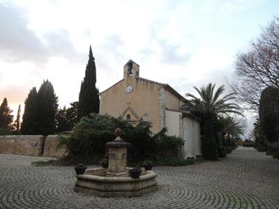 ビニアグアルのこじんまりとした教会