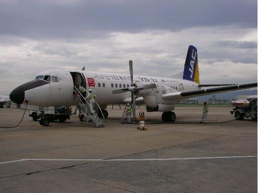 YS-11(高知行き・福岡空港にて)