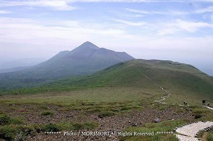 新燃岳より見た高千穂峰