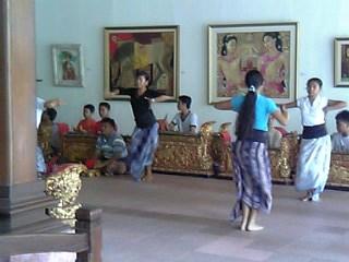 踊りの練習.jpg