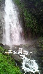 飛瀧神社内から望む那智の滝