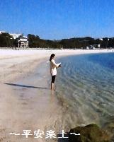 白ら浜でチベタンボウルを奏でる