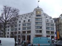 パリにある「ルイ・ヴィトン」本店(撮影:2006年3月)