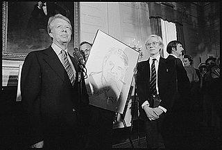 アンディー・ウォーホル( 右)とカーター大統領(左)(1977年)