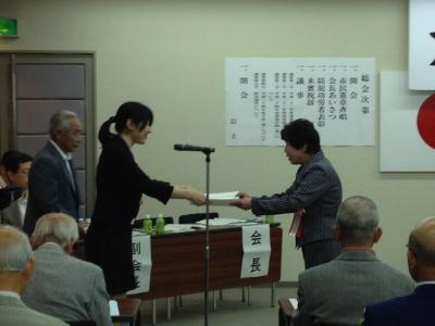 越市長より表彰される上田会長