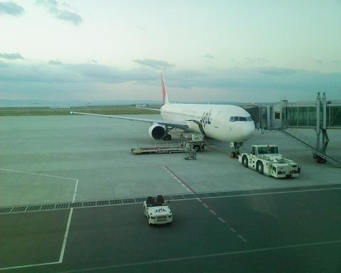 神戸空港でのJAL150便