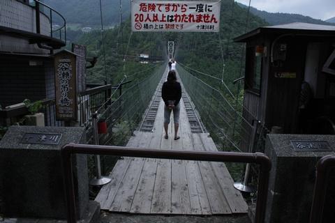 谷瀬のつり橋の渡り口
