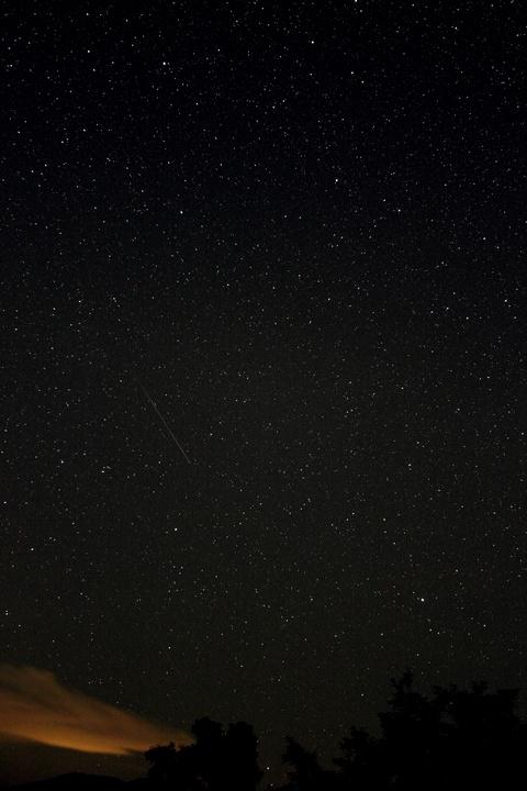 デネブカイトス付近を流れる流星