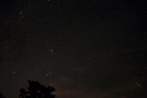 エリダヌス座を流れる流星