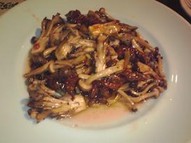 牛肉と木の子黒胡椒炒め