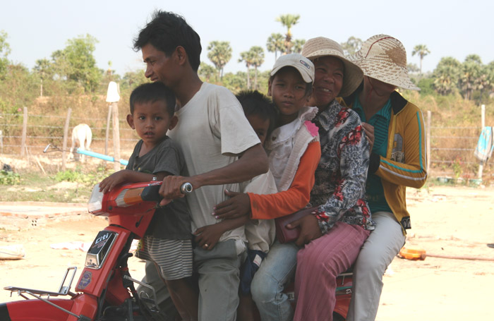 20070217 6 peoles on Bike@Angkor, Cambodia
