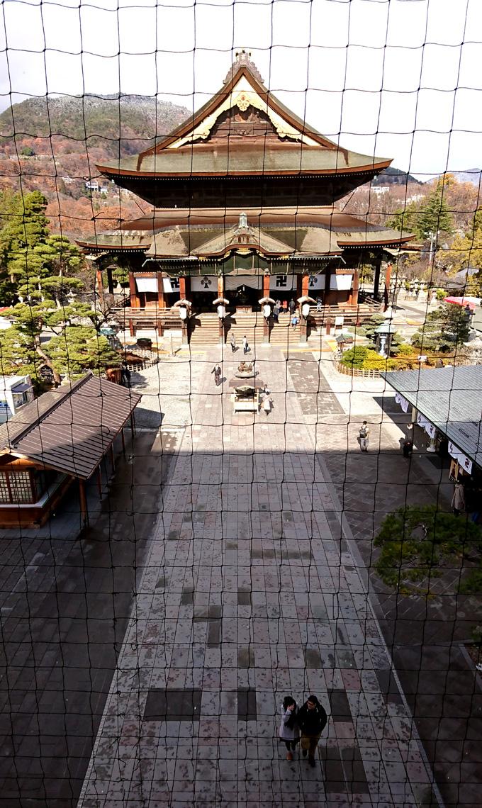 山門にのぼる2.jpg