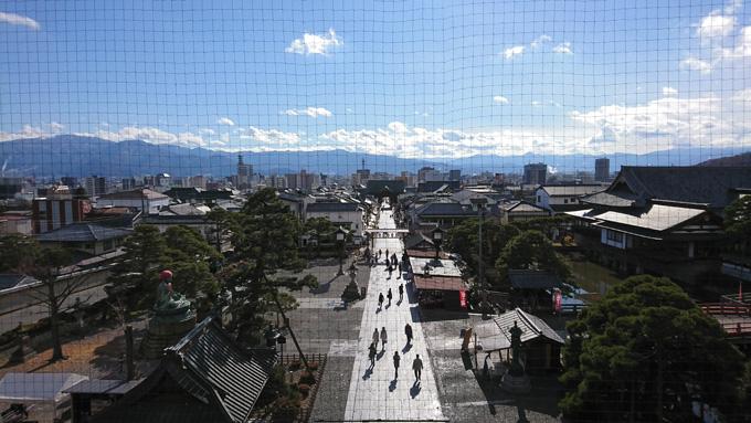 山門にのぼる4.jpg