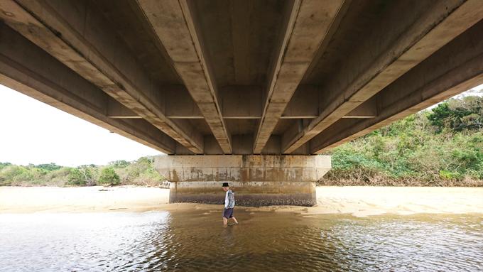 橋の下2.jpg