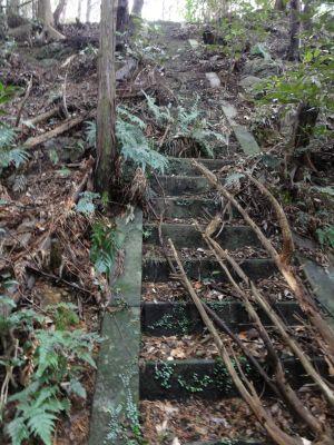 司令所への階段