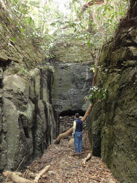 阿連の古代坑