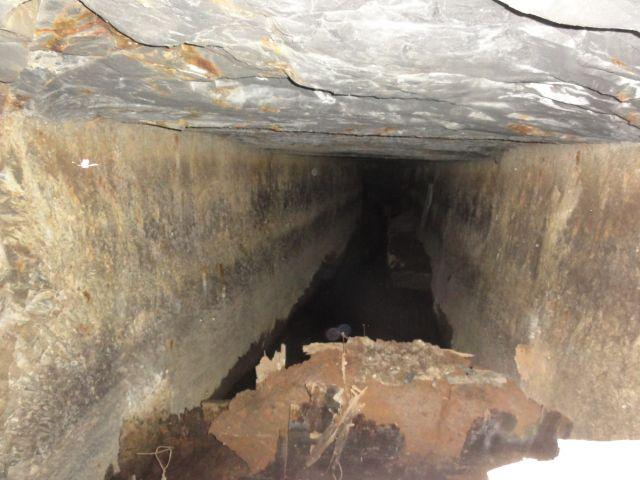 坑道の内部