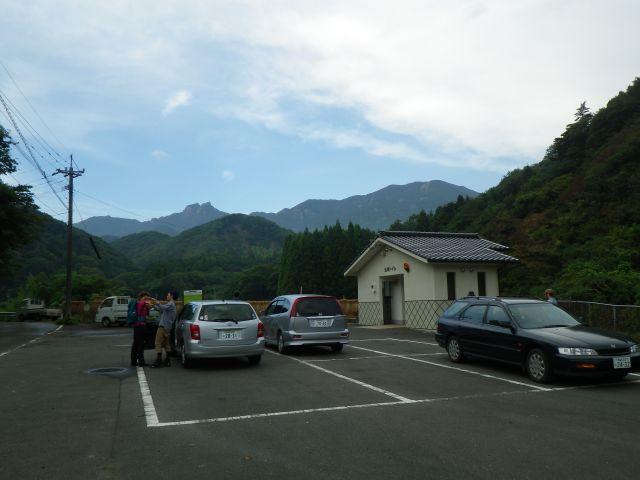 霊峰白嶽を駐車場から