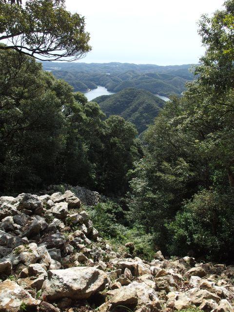 城山の石塁