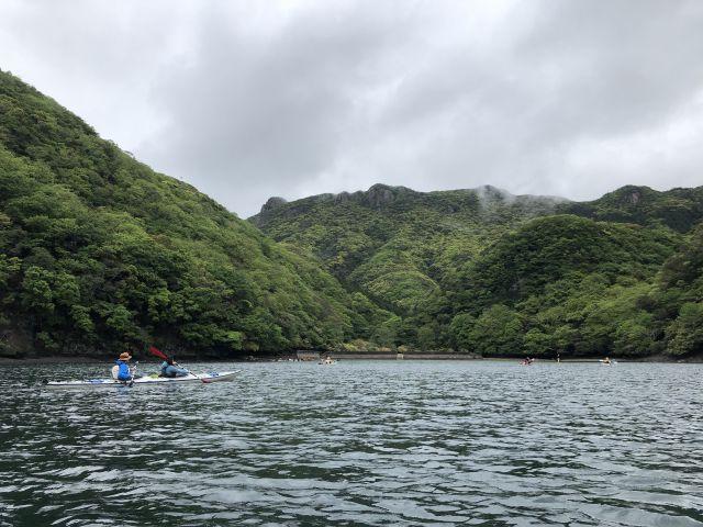 金田城を海上から遠望