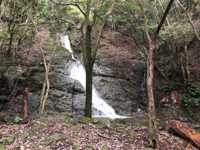 登山口の滝