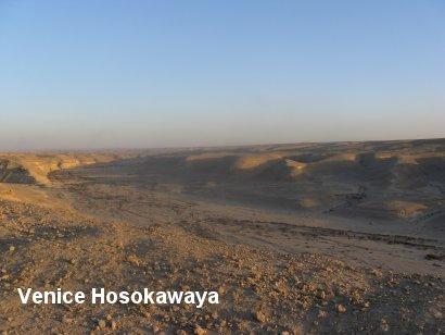 カイロ東砂漠ツアー天上砂漠