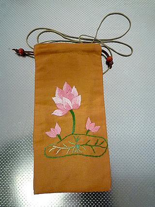 刺繍 ベトナム 蓮の花
