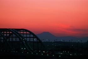 和泉多摩川より富士を望む