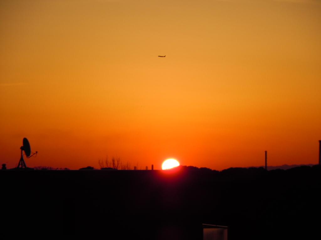 夜明けと飛行機